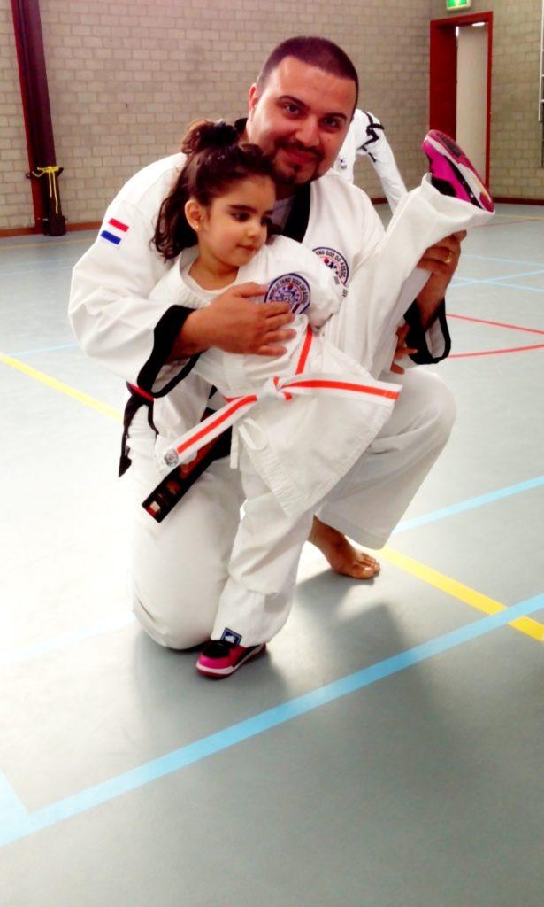 Master Babak met dochter Sherana